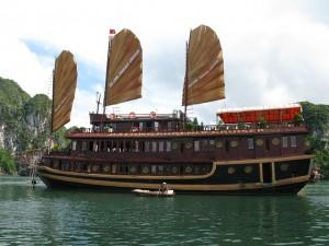Schiff in der Halong-Bucht