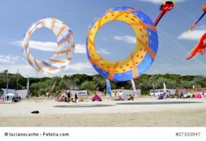 Wassersport am Strand von Cervia.