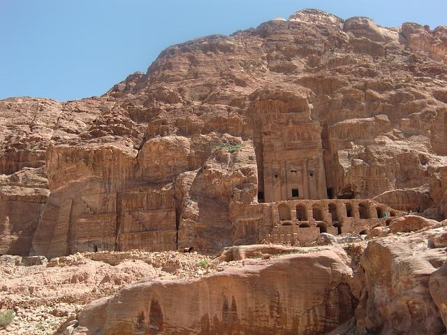 Petra-Felsengraeber